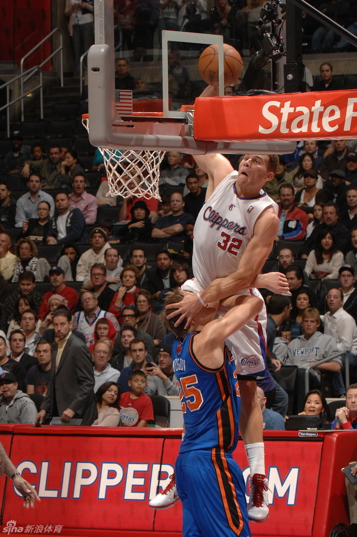 Blake Griffin Slams on Mozgov
